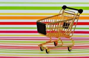 עגלת קניות על רקע