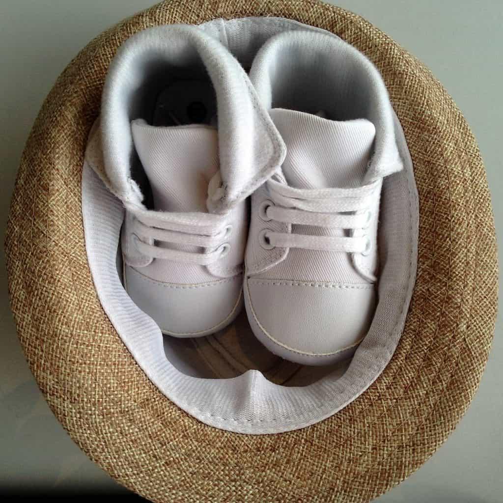 כובע ונעליים מעוצבות